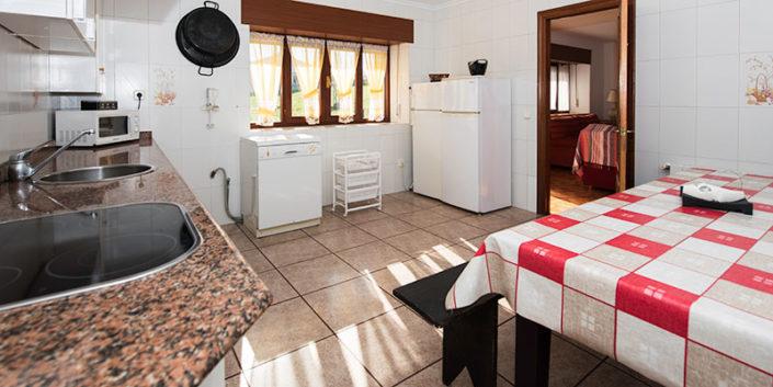 Cocina apartamento rural en Cantabria