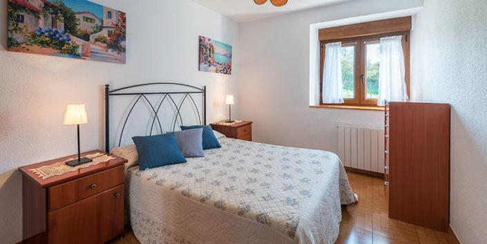 Habitación de apartamento rural de vacaciones en Cantabria
